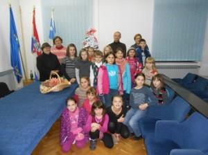 sv.Nikola 2013.-kicenje jelke i posjet pedijatriji 012